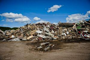 Träsopor på Åkerslunds återvinningscentral